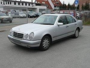 Mercedes-Benz E 230 Elegance aus 1.Hand